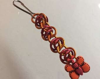 Chainmaille zipper pull with bumble bee button