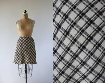 vintage 1960s skirt / 60s wool plaid skirt / 60s cream and brown skirt / 60s wool mini skirt / 60s mini a line skirt / 28 inch waist medium