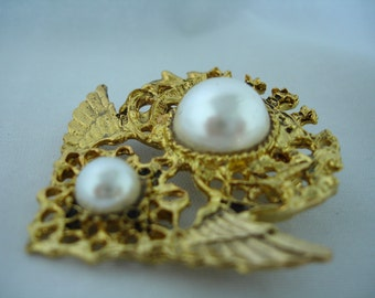 Vintage Brooch - Pin - Filigree Wings with  2 Pearls- Ornamental -Gold Metal - Fashion Jewelry -  White Bead Pearl