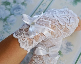 White Lace Wedding Gloves, Fingerless Gloves with Ribbon, Lace Bridal Gloves, White Gloves, White Wedding Accessories