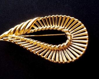 Beautiful Vintage Gold Brooch