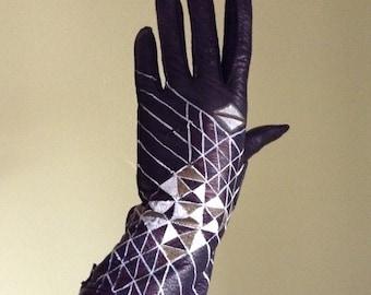 Artful Geometric leather driving gloves  -  handpainted vintage deerskin - size 6.5