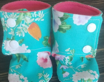 Baby Stay On Booties // Soft Soled shoes // Baby Crib Shoes // Antislip Shoes // Baby Girl Gift // Floral Baby Booties