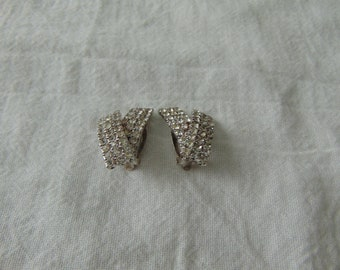 vintage clear rhinestone clip on earrings silver plated sparkling