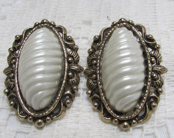 Unusual and gorgeous! vintage carved pearls in antique gold frames, clip on earrings