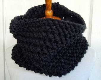 Suzy Cowl.BLACK Cowl//Herringbone Cowl//Bulky Yarn//Ready to Ship//Wool-ease//Crochet Cowl