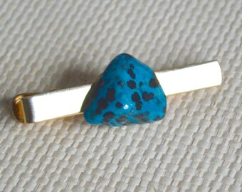 Gold Tie Clip with Blue Dalmatian Natural Semi Precious Polished Stone Feature Detail - Hand Crafted Tie Accessory Gift Boxed