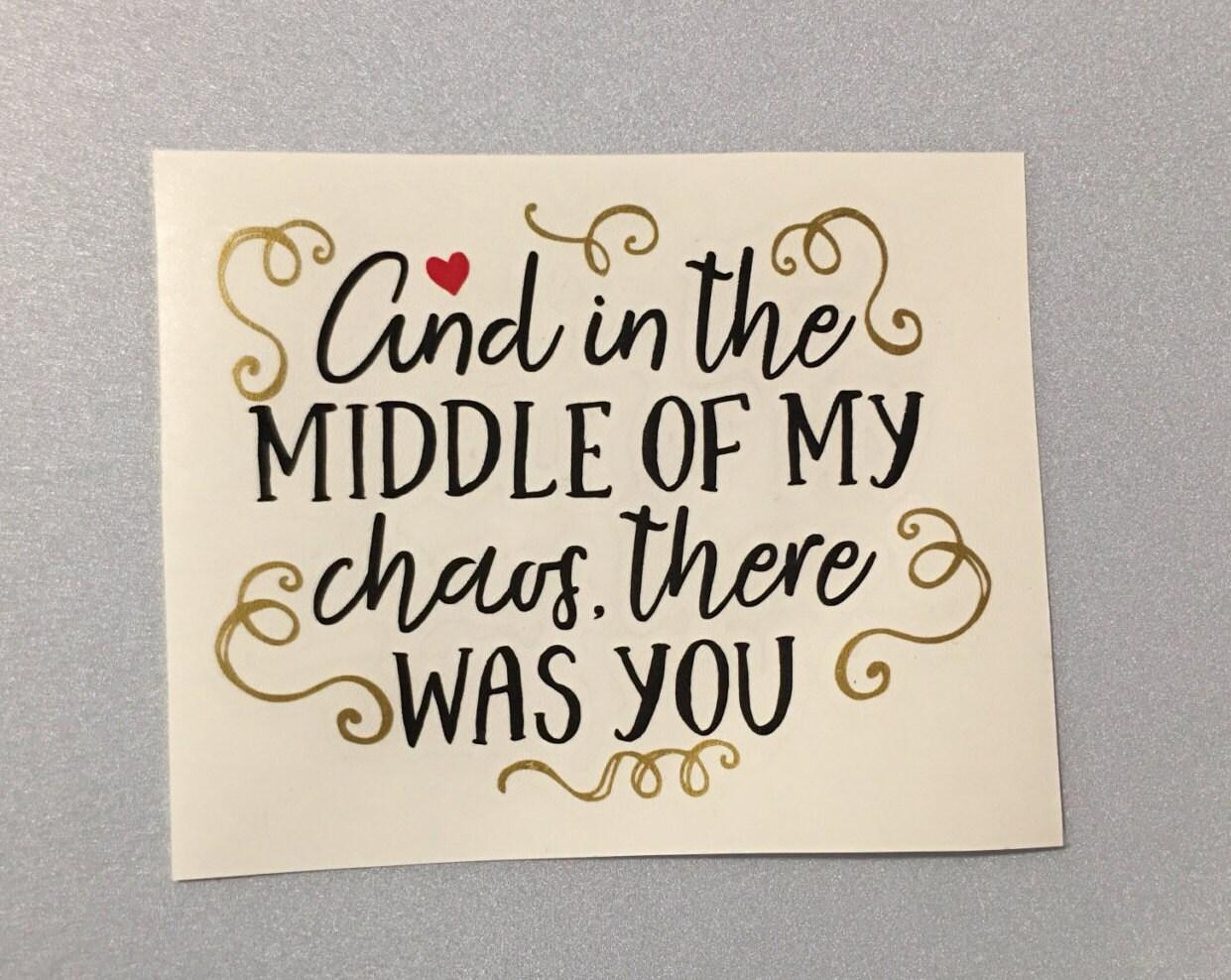 Valentinstag-Aufkleber-l und in der Mitte von meinem Chaos war