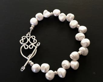 Pearl bracelet with scroll heart clasp