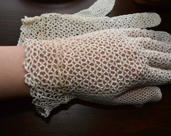 Original 40s Vintage pair of white crochet gloves, Wedding, birdal gloves, boho, Steampunk,Rockabilly, Retro