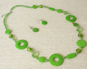 Vintage Mod Green Lucite Necklace and Earring Set, 1960s Space Age Jewelry, Twiggy Accessories