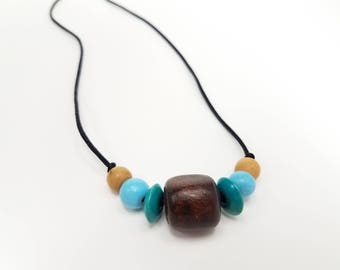 Blue Wooden Bead Necklace, Simple Necklace, Minimalistic Jewelry, Blue Jewelry, Blue Necklace, Blue Wood Bead Necklace, Blue Boho Necklace