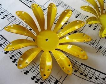 1 PC Extra large vintage daisy Flower -  Bright Sunshine yellow