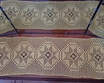 Yellow crocheted rug -serviette