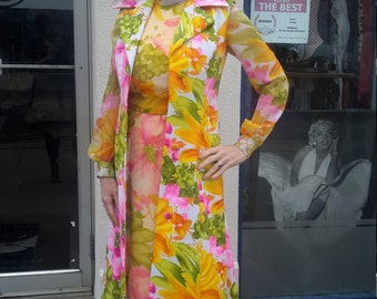 FREE SHIPPING! beautiful 1979 flower power maxi!!