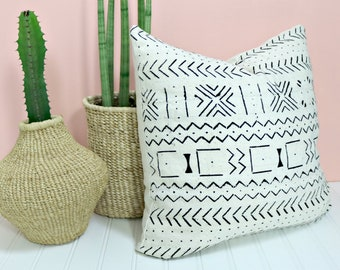 White Mudcloth Pillow Cover /African Textile Bogolanfini Minimalist Geometric Global Black White Cream Throw Cushion Organic Textile Neutral