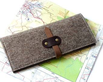 Travel organizer from wool felt & leather travel case