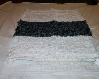 "Homemade Loom Woven Black and White Shag Rug 30"" X 47"""
