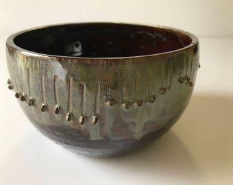 """Bol de grès terre gris à la main en céramique 4 """"x 6» en Rootbeer et thé vert"""