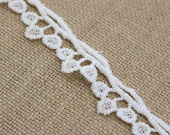 1 Yard of Vintage Lace in Cream 0.75 Inches Wide