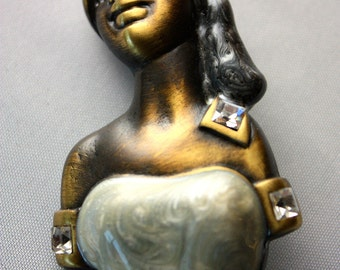 WOMAN BROOCH