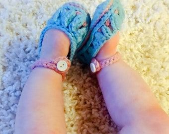 Baby slippers, baby girl gift ideas, baby booties for girls, baby booties crochet, baby booties stay on, infant girl clothes, infant girl
