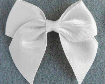 Set of 10 satin bow white 5cm fabric appliques