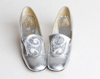 Vintage 60s MOD Silver Loafers / Glitter Buckle Pumps / 1960s Shoes, 5 35