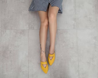 Yellow mules, women mules, women shoes, women sandals, yellow shoes, flat mules, flat shoes, women flat shoes, leather shoes. Lia model.