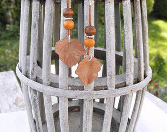 Brown Leaf Earrings with wooden beads, Minimalist Fall Dangle Earrings, Autumn Leaf Earrings, Fall Jewelry, Brown jewelry
