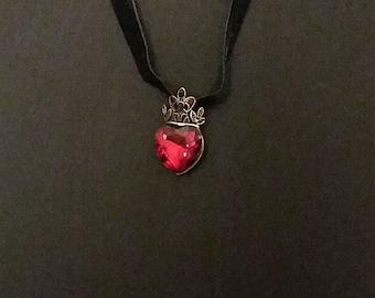 Crowned heart choker