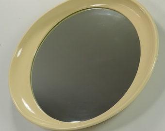 Op rétro vintage des années 1970 à la Pop Style Panton Space Age Beige miroir ovale en plastique