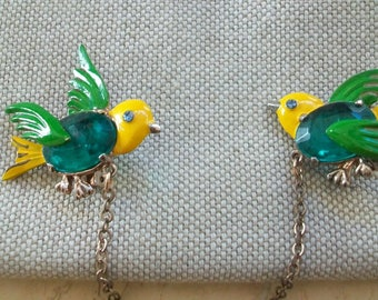 Vintage bird sweater pins, sweater guards, collar points, collar pins, green and yellow, figural, whimsical, retro,mid century, pair