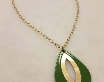 Vintage funky green and gold teardrop chain necklace