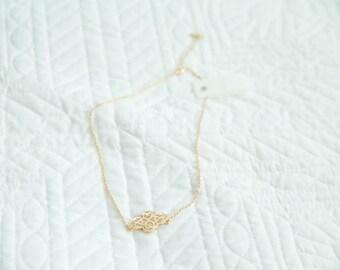 Gold short dainty necklace geometric shape