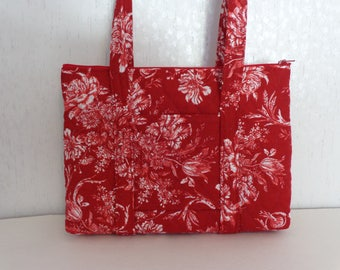 Red White Roses Print Quilted Purse