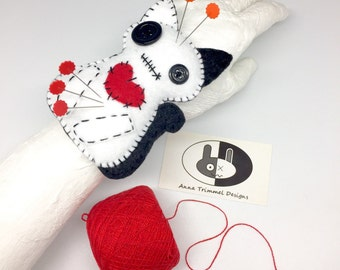 White Cat Pincushion, cat wrist pincushion, wristband pincushion, felt pincushion, sewing accessory, seamstress tool, needle cushion, pins