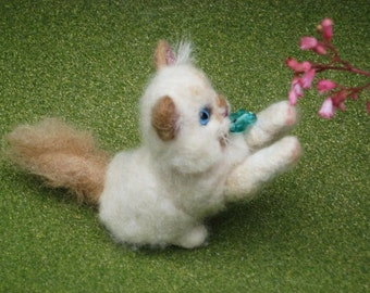 Pet gift Custom Cat Portrait / Needle Felted  Art Sculpture Personalized / Poseable