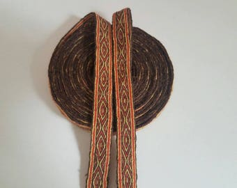 Galon cards,  fine wool, sold to 4 inch length. 0,71 inch wide.
