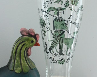 Vintage tall ale glass with Renaissance Hunter with spear and hunting hound, Renaissance Beer Glass