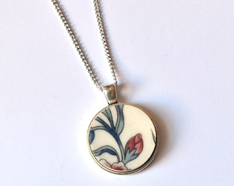 Simple Circle Broken Plate Pendant - Blue and Red - Recycled China