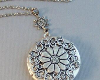 Springtime Daisy,Locket,Antique Locket,Silver Locket,Moonstone,Daisy,Moonstone Necklace,Moonstone Locket,Daisy Necklace,Daisy Locket.
