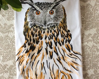 Hand painted t-shirt/Owl Ladies T-shirt/Owl T-shirt ladies/Owls/women's tees/women tee/handpainted clothing/bird/V-neck/animals shirt