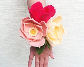 Peach and Pink Felt Flower Wrist Corsage, Bridal Flower Wrist Corsage, Wedding Felt Flower Wrist Corsage, Prom Corsage, Shower Corsage