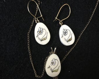 Vintage Scrimshaw Necklace Pendant and Earrings, Vintage Flower Scrimshaw Earrings and Pendant Signed by The Artist MD