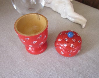 Anniversary gifts: egg and Red tooth box
