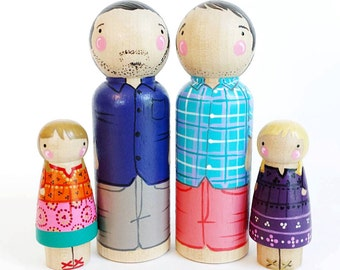 CUSTOM peg doll family 4 // 2 parents and 2 kids/pets // personalized peg dolls // wooden dolls // custom family portrait // wooden toys