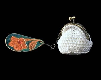 Crochet Mini Coin Purse, White Coin Purse, Hand Tooled Leather Key Chain, Kiss Closure, Metal Goldtone Frame, Key Fob Purse Combo