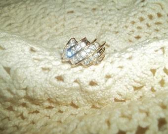 Beautiful Sculptured Cubic Zirconia 18K HGE Ring Size 7