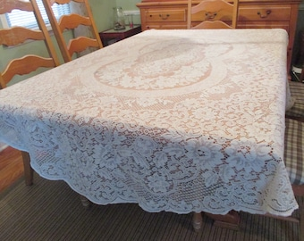 "Vintage Quaker Lace Tablecloth Oval, White, VGC Lt Stains 68"" W x 82"" L Gently Scalloped"